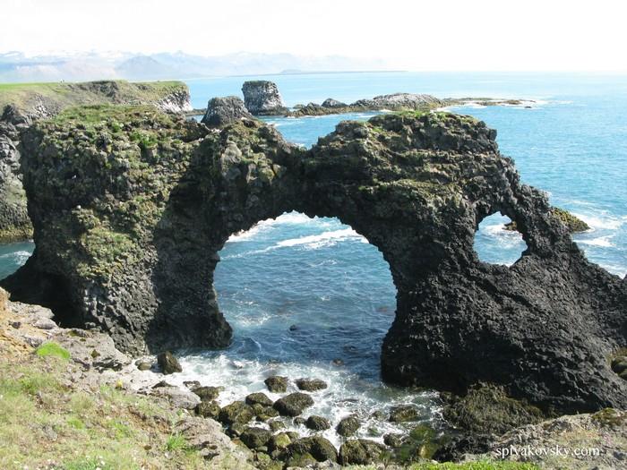 Исландия. Скала
