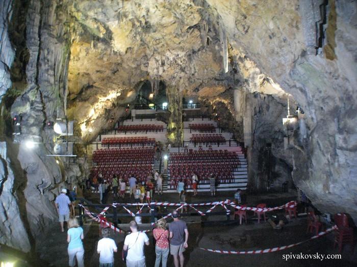 Сталактитовая пещера. Словения