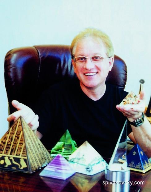 самая большая в мире коллекция пирамид принадлежит Владимиру Спиваковскому